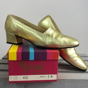 Vintage 70s Gold Leather Pump Loafers Size 7 EUC